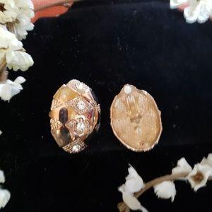 Jewelry - Retro gold tone clip-on earrings